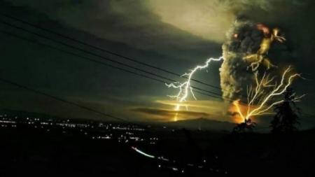 Miles de evacuados ante la inminente erupción del volcán Taal