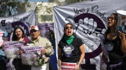 Mujeres exigen justicia contra un violador frente a una cárcel mexicana