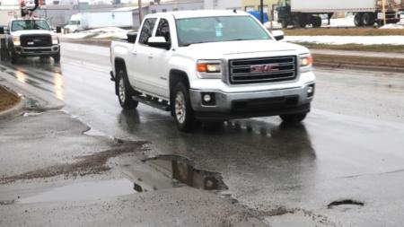 Republicanos pretenden gestionar reparación de carreteras