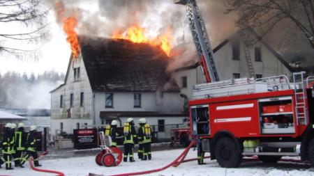 Localizan restos de trabajador que murió en un incendio