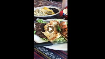 Aquí disfrutando de los sagrados alimentos nada más y nada menos que en Restaurante y Panaderia Ebenezer.