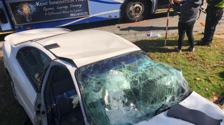 Un muerto y una persona gravemente herida tras choque con un autobús en Grand Rapids