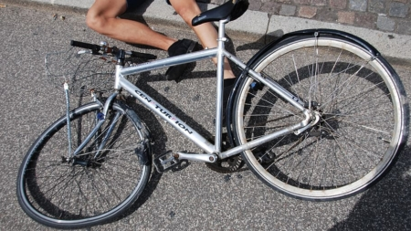 Ciclista termina con lesiones de gravedad tras accidente