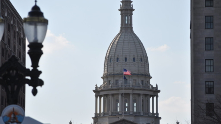 El Senado y Cámara de Representantes de Michigan votan para extender la declaración de emergencia por 23 días