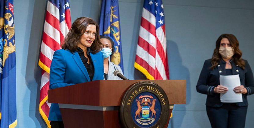 Whitmer anuncia un aumento temporal de sueldo para los trabajadores de atención directa