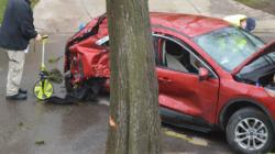 Accidente automovilístico deja dos mujeres heridas y un conductor prófugo de la justicia