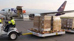 Arriba tercer avión a México con equipo médico de USA